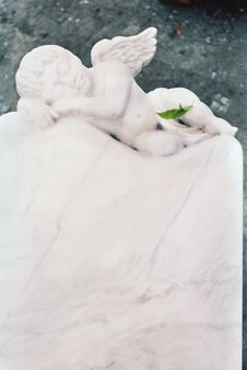 Free Sleeping Marble Angel Royalty Free Stock Photos - 35586458