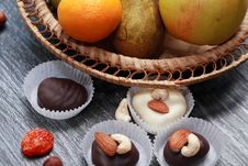 Free Chocolate And Fruits Royalty Free Stock Photo - 35589505
