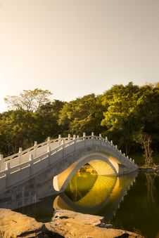 Free Chinese Traditional Arch Bridge Royalty Free Stock Photos - 35594728