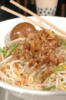 Free Asian Noodle Bowl Royalty Free Stock Photography - 3560497