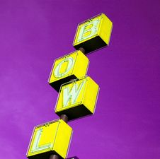 Free Bowling Rink Sign Yellow Royalty Free Stock Images - 3561949