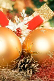 Free Beautiful Gold Balls Royalty Free Stock Image - 3565526