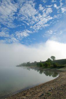 Free Foggy Morning On Lake Royalty Free Stock Photo - 3568505