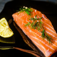 Free Salmon Steak Royalty Free Stock Photography - 35604247