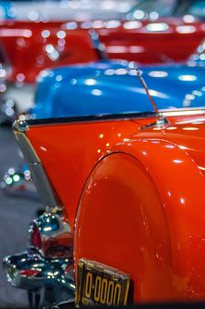 Free Cars On Display At An Autoshow Royalty Free Stock Images - 35620629