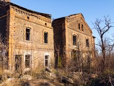 Free Abandoned Old Brick House Royalty Free Stock Photo - 35635605