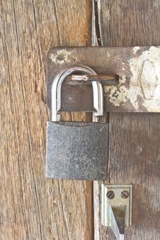 Free Old Padlock On Door Royalty Free Stock Photos - 35641398