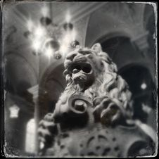 Free Lion Statue Stock Images - 35674124