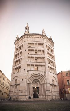 Free Baptistery On Piazza Del Duomo, Parma Royalty Free Stock Photos - 35689198