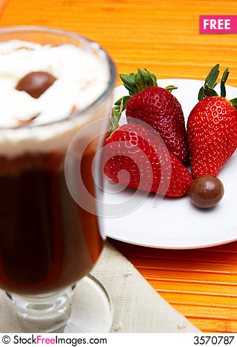 Free Cup Of Coffee And Strawberries Royalty Free Stock Photography - 3570787