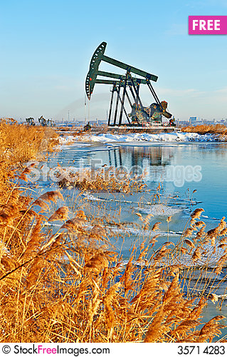 Free The Oil Sucking Machine And Reed Snow Lakeside Stock Photos - 35714283