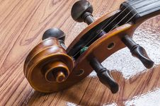 Free Violin On Wood Background Stock Images - 35714474