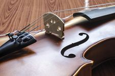 Free Violin On Wood Background Stock Images - 35714894