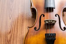 Free Violin On Wood Background Stock Image - 35715031