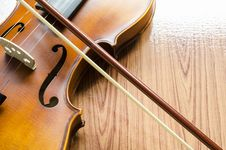 Free Violin On Wood Background Royalty Free Stock Photography - 35715357