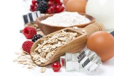 Free Oatmeal, Flour, Milk, Eggs And Fresh Berries Royalty Free Stock Images - 35716129