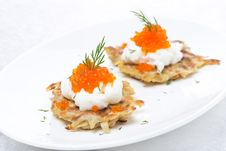 Free Potato Pancakes With Caviar, Close-up Royalty Free Stock Photography - 35716187