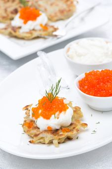 Free Potato Pancakes With Red Caviar, Close-up Royalty Free Stock Photography - 35716237