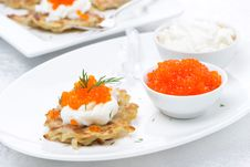 Free Potato Pancakes With Red Caviar On The Plate Royalty Free Stock Images - 35716249