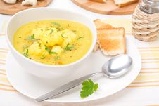 Free Cauliflower Soup With Curry And Cream Royalty Free Stock Image - 35716516