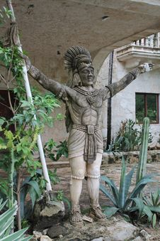 Free Mayan Warrior Statue Royalty Free Stock Images - 35724139