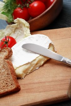 Free Camembert And Vegetables Royalty Free Stock Photos - 35779858