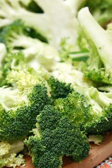Free Cutting Broccoli Stock Photography - 35779942
