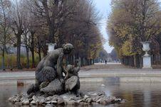 Fountain At Schonbrunn Royalty Free Stock Photos