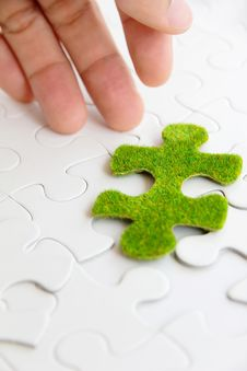 Free Green Puzzle Piece Royalty Free Stock Photos - 35800828