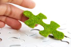Free Hand Holding A Green Puzzle Piece Royalty Free Stock Images - 35800849