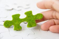 Free Green Puzzle Piece Royalty Free Stock Photos - 35800868