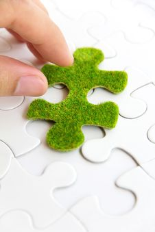 Free Hand Holding A Green Puzzle Piece Royalty Free Stock Photos - 35800908