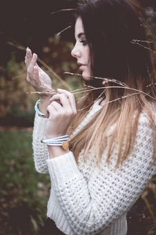 Beautiful Fashion Woman In White Sweater Royalty Free Stock Photos