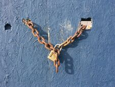 Free Lock And Chain Royalty Free Stock Photo - 35816045