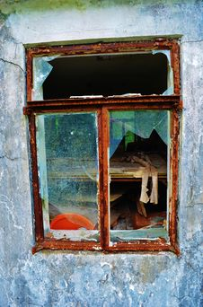 Free Shattered Window Royalty Free Stock Images - 35827619