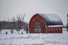 Free Red Barn In The Winter Royalty Free Stock Images - 35827859