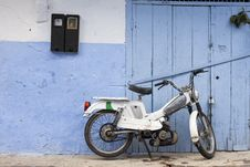 Free Scooter On Street In Medina Of Blue Town Chefchaouen, Morocco Royalty Free Stock Photo - 35843205