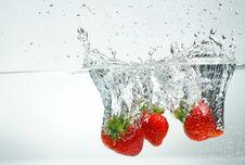 Free Splashing Strawberry Royalty Free Stock Images - 35847199