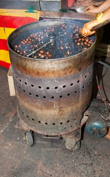 Free Roasting Chestnuts Malaysia Stock Photos - 35850083