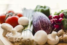 Free Fresh Vegetables On Wooden Chopping Board Stock Photos - 35851443