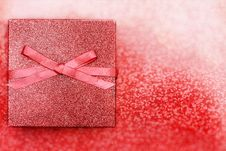 Free Beautiful Red Present Royalty Free Stock Image - 35851586