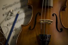 Free Time To Practice Violin Royalty Free Stock Photo - 35853175