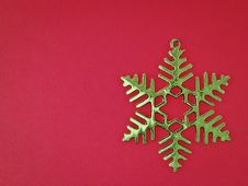 Free Green Snowflake On Red Royalty Free Stock Photography - 35853867