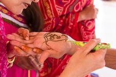 Free Beautiful Indian Women Applying Mehendi To A Tourist Royalty Free Stock Photo - 35856615