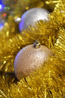 Free Christmas Balls And Tinsel Royalty Free Stock Photos - 35862688
