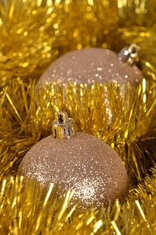 Free Christmas Balls And  Tinsel Royalty Free Stock Photography - 35862737
