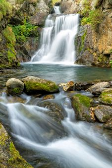 Free Waterfall Stock Images - 35864784
