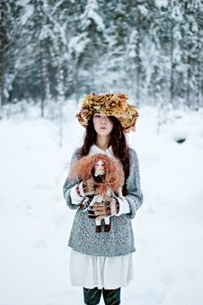 Free Forest Woman With Autumn Leaves And Little Doll In White Snow Winter Royalty Free Stock Image - 35889736