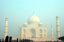 Free Taj Mahal On A Morning Stock Images - 3599804