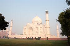 Free Taj Mahal Sideview Royalty Free Stock Image - 3599996